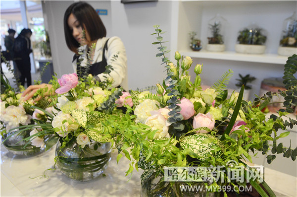 经花艺师的造型设计,整体富有层次感.