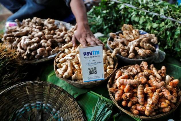 印度街头商贩在使用二维码支付