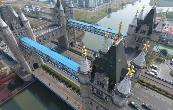 """江苏苏州惊现山寨版""""伦敦塔桥"""""""