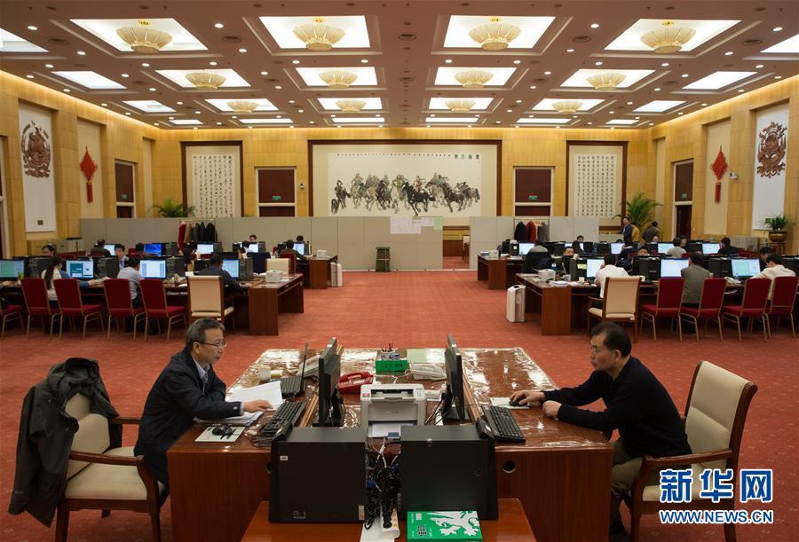 (两会)(1)十二届全国人大五次会议收到议案514件 收到代表建议8360件