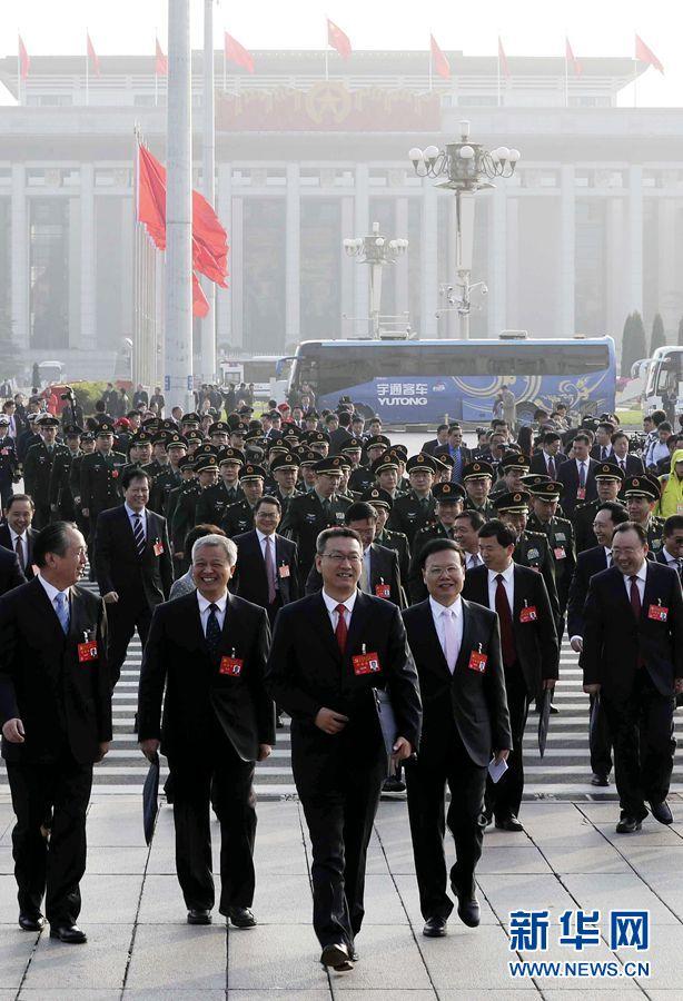 10月24日,中国共产党第十九次全国代表大会在北京人民大会堂举行闭幕会。这是代表步入会场。 新华社记者 殷刚 摄