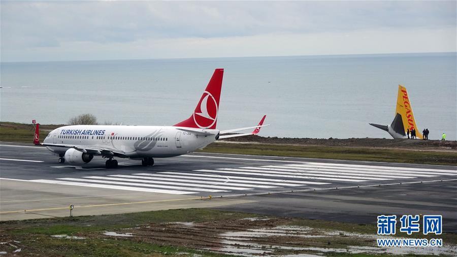 (国际)(3)土耳其一架客机降落时滑出跑道险些坠海