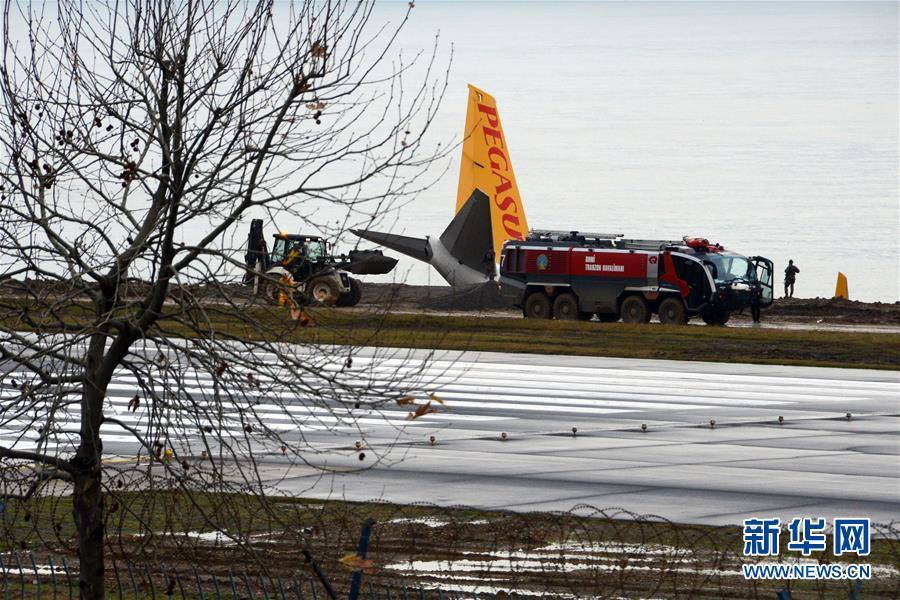 (国际)(4)土耳其一架客机降落时滑出跑道险些坠海