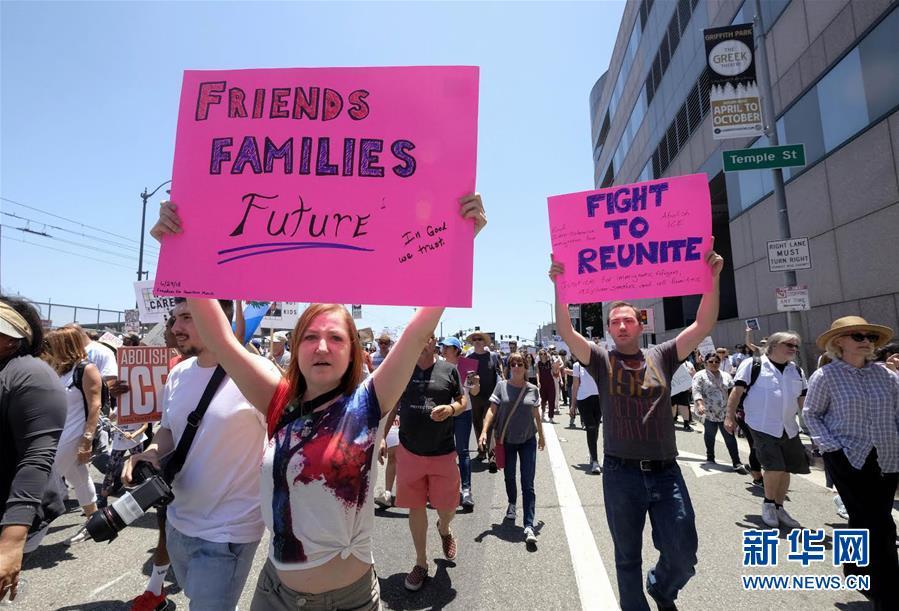 (国际)(3)洛杉矶万人游行抗议美政府移民政策