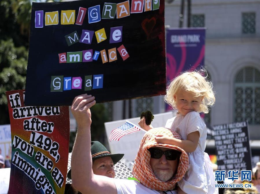(国际)(4)洛杉矶万人游行抗议美政府移民政策