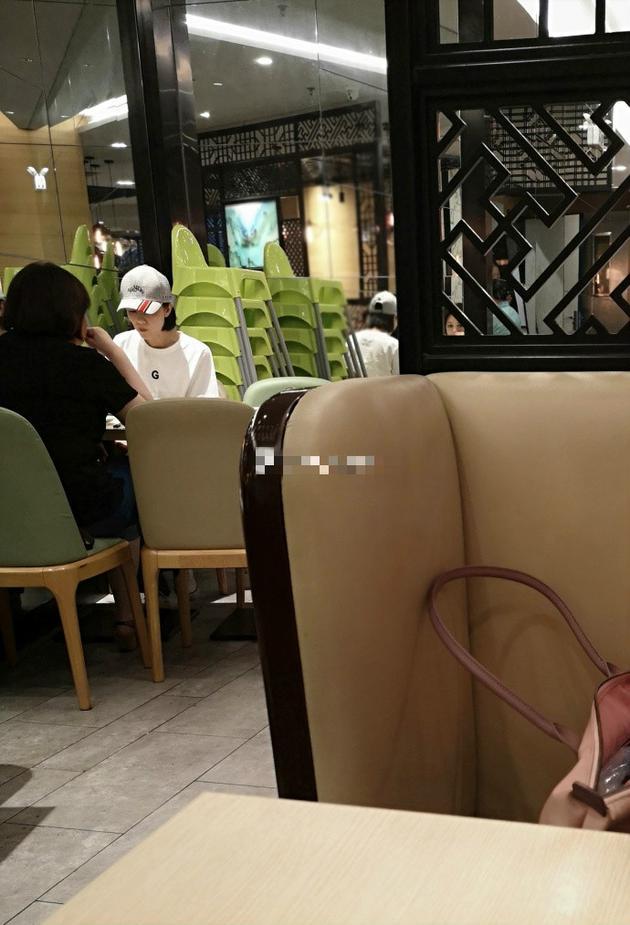 网友餐厅偶遇高圆圆