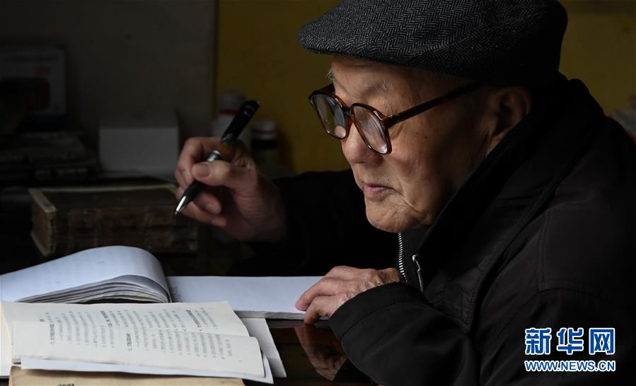 (新华全媒头条·图文互动)(4)英雄无言——95岁老党员张富清的本色人生