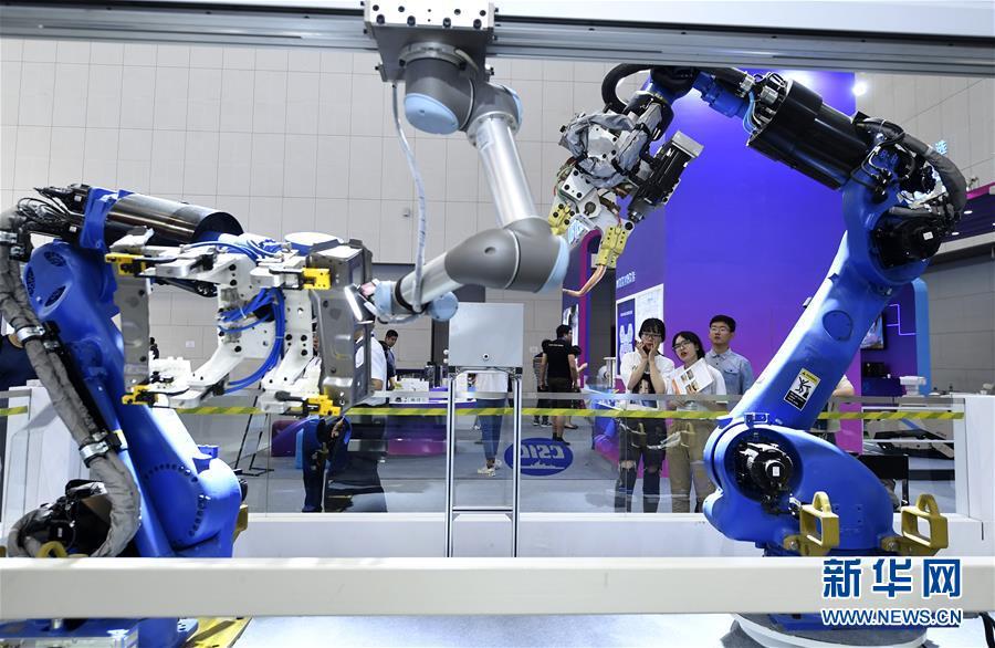 (新华全媒头条·图文互动)(5)拥抱智能新时代:世界智能大会释放了哪些新信号?