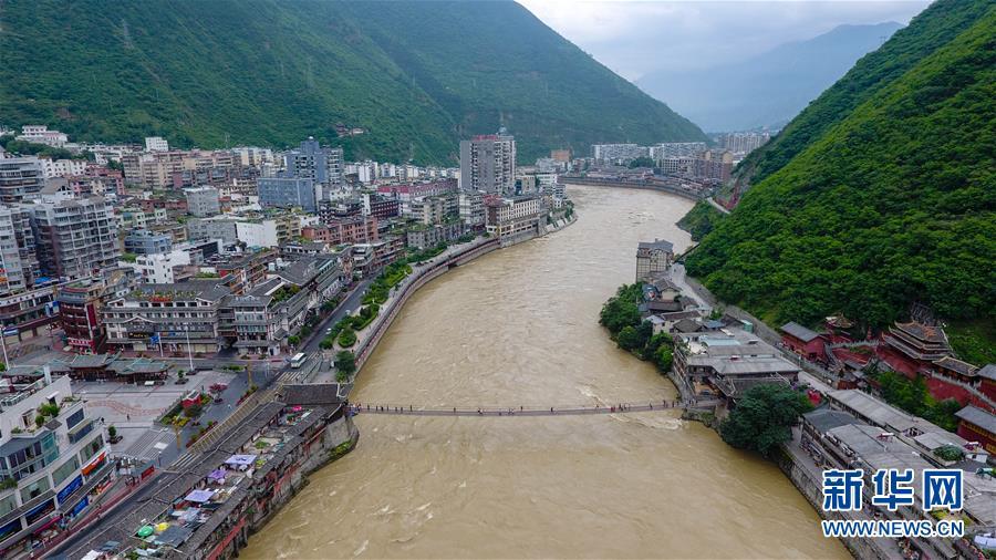 (壮丽70年·奋斗新时代——记者再走长征路·图文互动)(1)泸定桥畔的回响