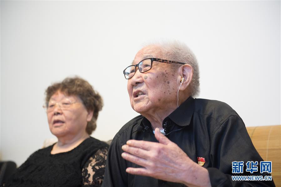 (新华全媒头条·爱国情 奋斗者·图文互动)(1)60岁,我才真正认识了父亲……
