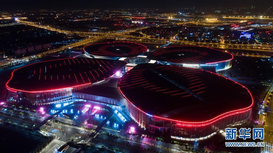 (壮丽70年·奋斗新时代——共和国发展成就巡礼·图文互动)(1)大江大河大上海——上海70年开放创新发展巡礼