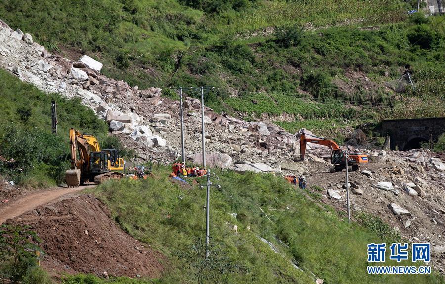 (图文互动)(5)成昆铁路线四川甘洛县山体垮塌初步确认17人失联