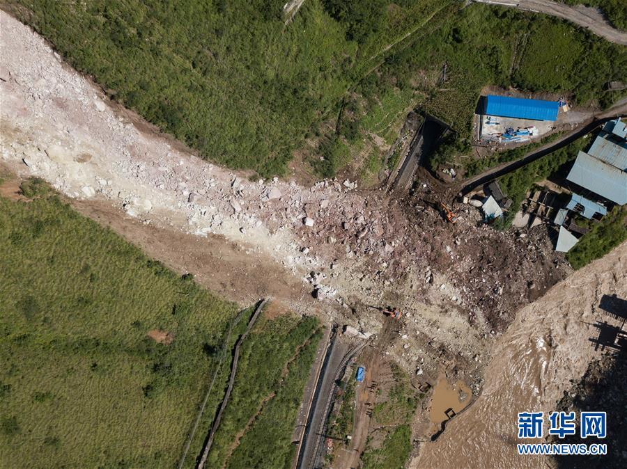 (新华视界)(1)成昆铁路线四川甘洛县山体垮塌初步确认17人失联