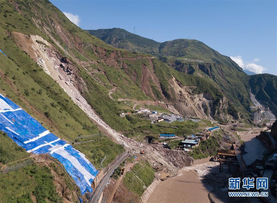 (新华视界)(3)成昆铁路线四川甘洛县山体垮塌初步确认17人失联