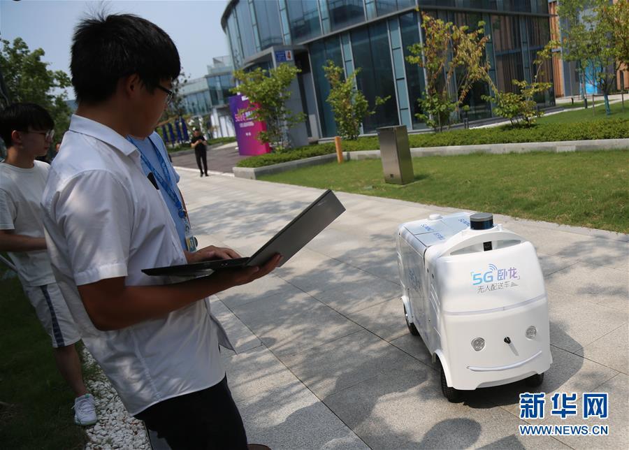 """(科技)(2)5G无人配送车助力智慧零售升级""""最后一公里"""""""