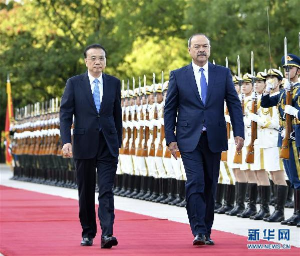 (时政)李克强同乌兹别克斯坦总理阿里波夫举行会谈