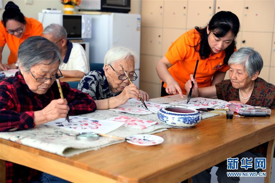 """(壮丽70年·奋斗新时代·重温嘱托看变化·图文互动)(1)上海:用""""绣花""""般精细治理传递城市""""温度"""""""