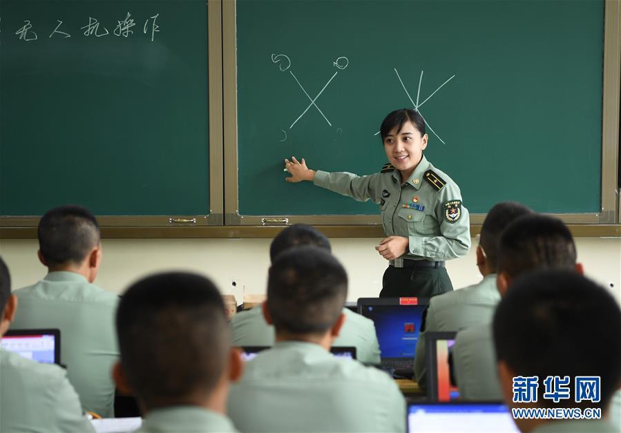 (图文互动)(2)历史的见证——陆军边海防学院维吾尔族女讲师其曼古力一家三代守疆固边记事