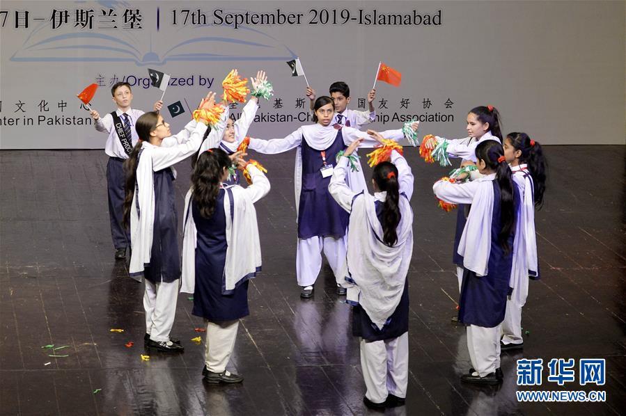 (国际·图文互动)(1)通讯:诗歌颂友谊——巴基斯坦青少年一代的中国情