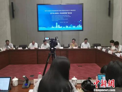 """9月9日,""""新时代民营经济和高质量发展""""网络主题宣传活动就""""匠心致初心,再创新辉煌""""话题在浙江召开座谈会。谢艺观 摄"""