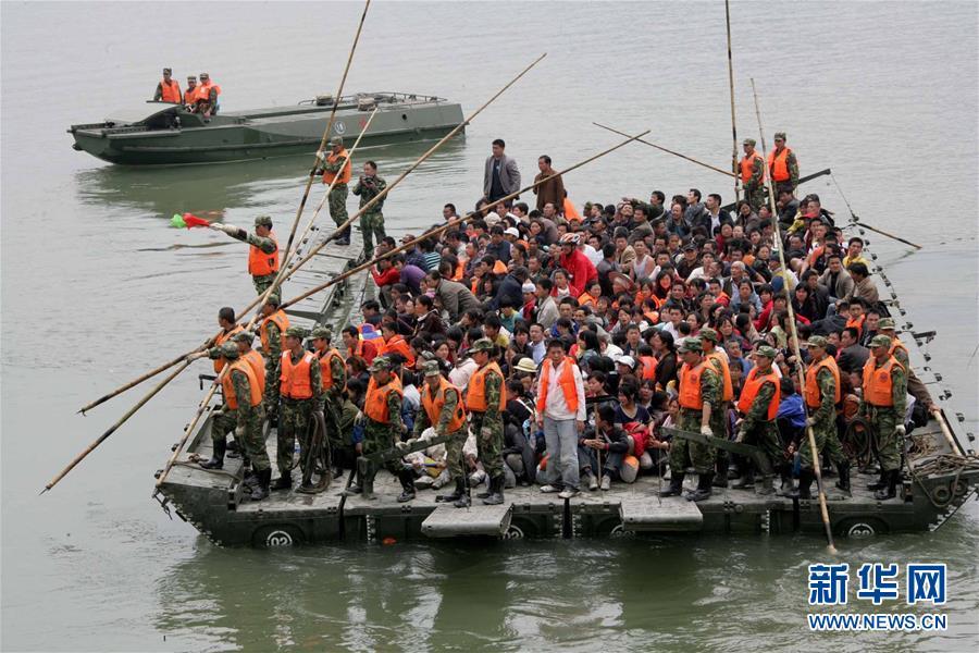 """(图文互动)(6)为了""""中国号""""巨轮扬帆远航——中国共产党领导下的人民军队忠于祖国、服务人民启示录"""