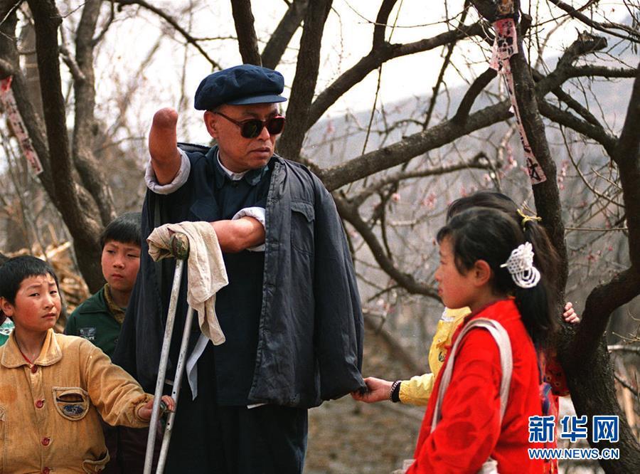 (壮丽70年·奋斗新时代——共和国荣光·图文互动)(3)朱彦夫:身残志坚敢担当 带领乡亲奔小康