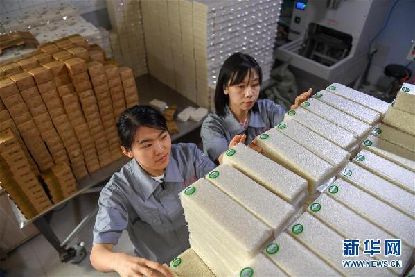 (在习近平新时代中国特色社会主义思想指引下——新时代新作为新篇章·总书记关心的百姓身边事·图文互动)(5)为了百姓餐桌上热腾腾的一碗好饭——粮食品种升级满足舌尖上的新期待
