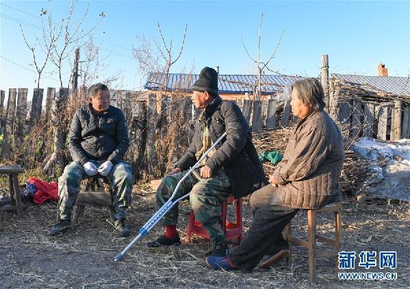 """(在习近平新时代中国特色社会主义思想指引下——新时代新作为新篇章·总书记关心的百姓身边事·图文互动)(4)一本""""村官""""日记里的扶贫路——小故事里的大情怀之四"""