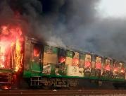 (国际)(5)巴基斯坦一旅客列车起火 导致至少65人死亡