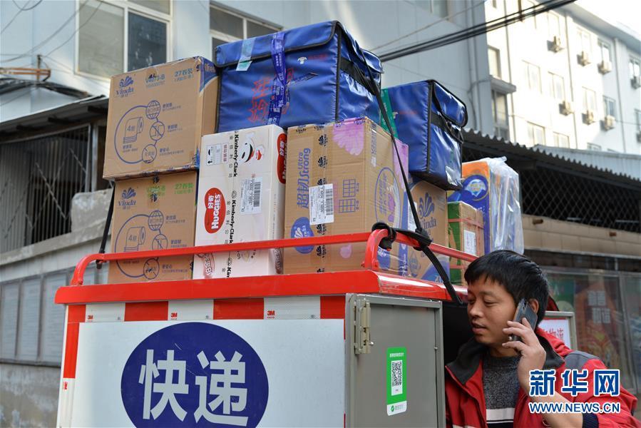 """(新华全媒头条·图文互动)(2)""""双11""""11年:中国迈向消费大国的鲜明印记"""