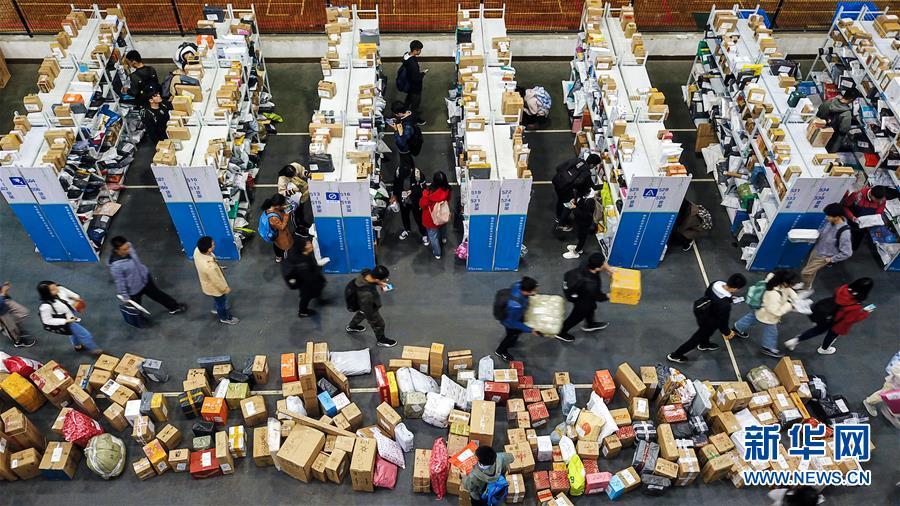 """(新华全媒头条·图文互动)(5)""""双11""""11年:中国迈向消费大国的鲜明印记"""