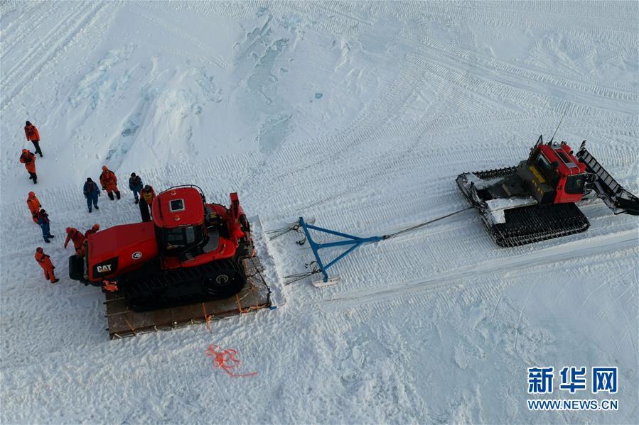 """(图文互动)(6)通讯:""""雪龙兄弟""""南极卸货记"""