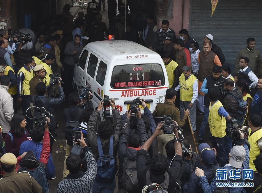 (国际)(2)印度一商业楼发生火灾致32人死亡