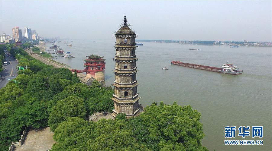 (在习近平新时代中国特色社会主义思想指引下——新时代新作为新篇章·总书记关切高质量发展·图文互动)(3)在蓝天白云下——污染防治攻坚战持续推进