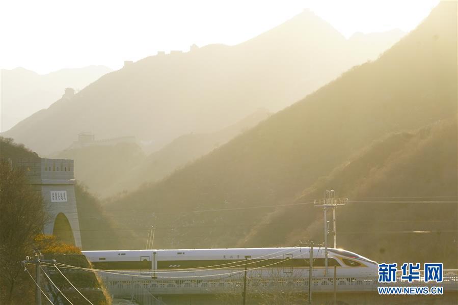 (新华全媒头条·图文互动)(11)百年跨越,逐梦京张——写在京张高铁开通暨中国高铁突破3.5万公里之际