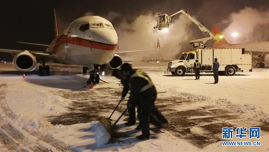 (社会)(3)天津机场连夜除雪保出行