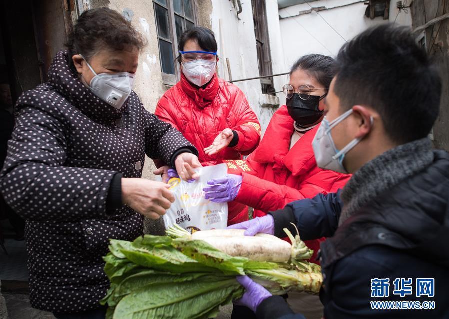 (新华全媒头条·图文互动)(17)英雄的城市,英雄的人民——写在武汉疫情防控胶着对垒的关键时刻