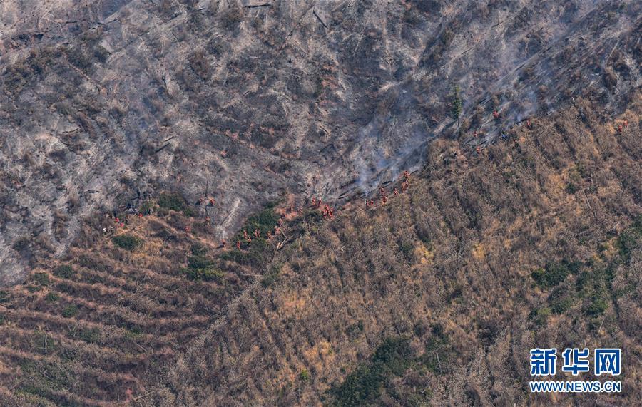 (图文互动)(2)四川西昌市经久乡森林火灾明火已扑灭