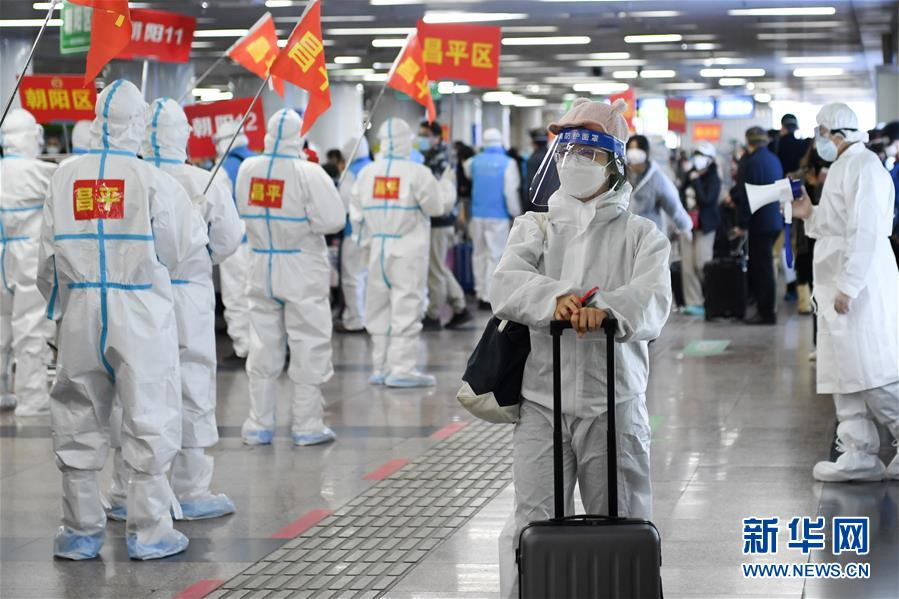 """(聚焦疫情防控)(8)武汉""""解封""""后首趟返京列车抵达北京西站"""