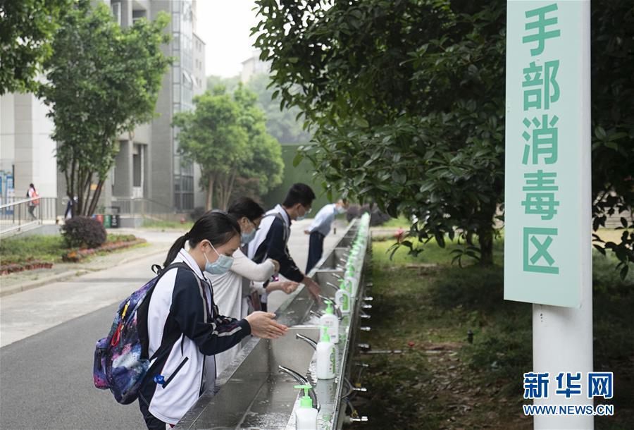 (新华全媒头条·图文互动)(37)钟华论:在民族复兴的历史丰碑上——2020中国抗疫记