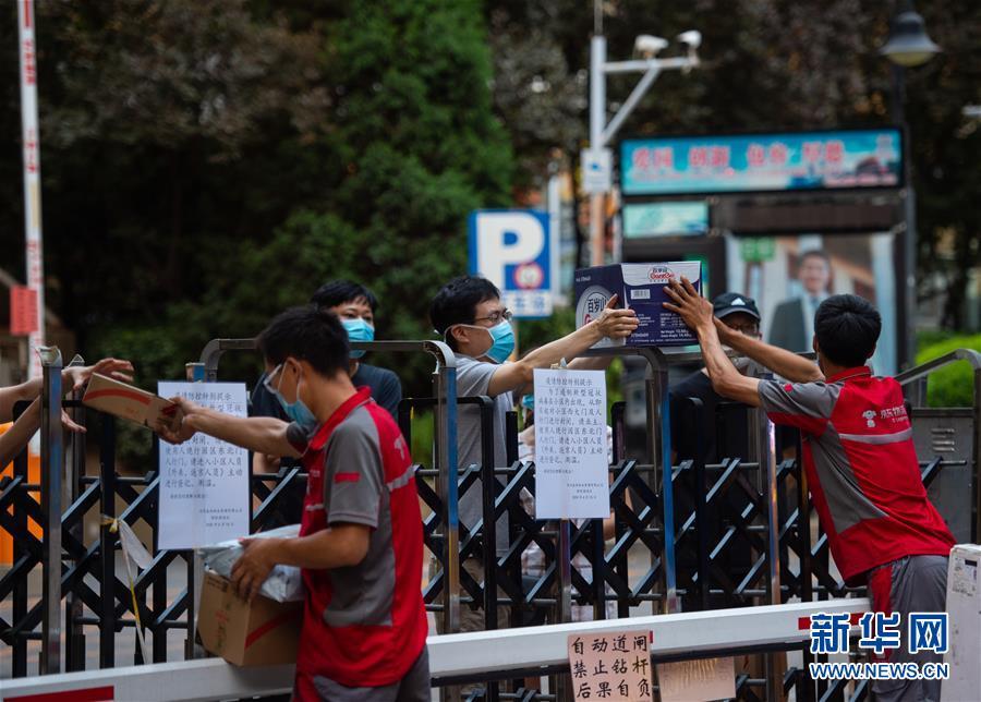 """(新华全媒头条·图文互动)(14)分秒必争 北京打响疫情防控""""硬仗"""""""