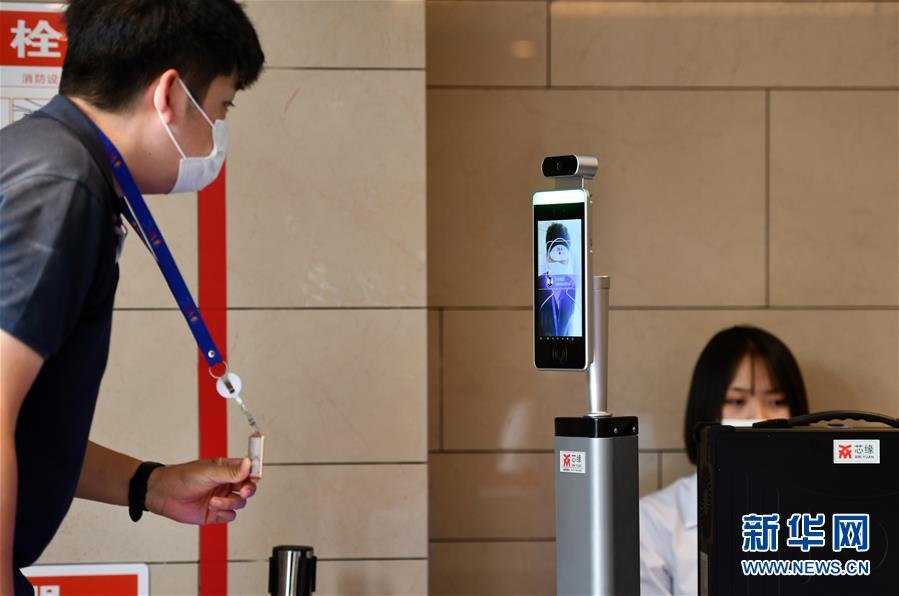 """(新华全媒头条·图文互动)(3)""""新引擎""""跑出""""加速度""""——从世界智能大会看中国经济新动能"""
