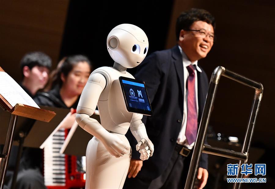 """(新华全媒头条·图文互动)(1)""""新引擎""""跑出""""加速度""""——从世界智能大会看中国经济新动能"""