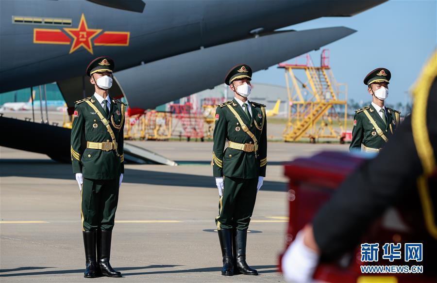 (国际)(1)第七批在韩中国人民志愿军烈士遗骸交接仪式在韩国举行