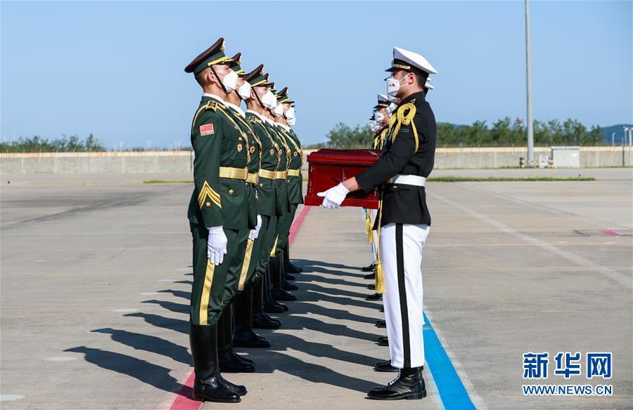 (国际)(2)第七批在韩中国人民志愿军烈士遗骸交接仪式在韩国举行