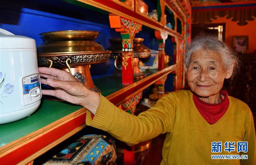 (新华全媒头条·图文互动)(7)命运的转折——写在四川甘孜藏族自治州建州70年之际