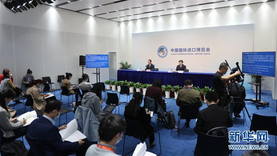(第三届进博会·图文互动)(6)看不见的展品、看得见的智慧——从服贸会到进博会看中国服务贸易合作发展