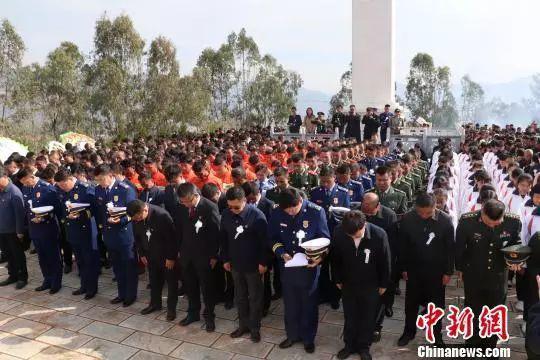 离时少年,归时英雄 全国各地群众含泪迎接救火烈士们回家